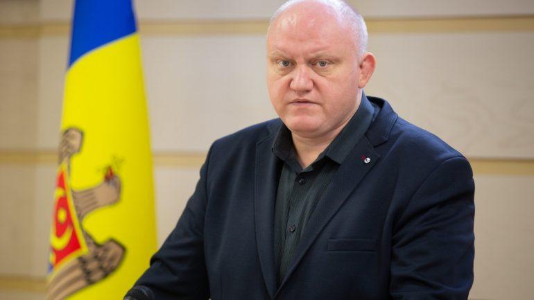 Deputatul fracțiunii PSRM, Vasile Bolea, susţine un briefing de presă