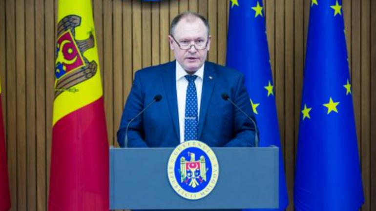 Aureliu Ciocoi susține un briefing pentru presă, după ședința Centrului unic de comandă a stării de urgență