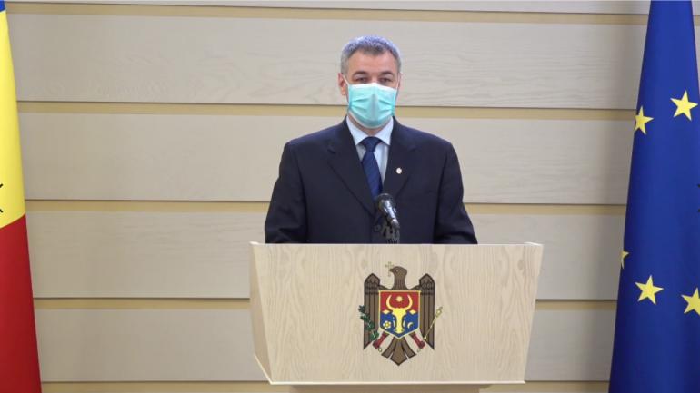 Deputatul Octavian Țîcu susține un briefing de presă privind vaccinarea moldovenilor în România