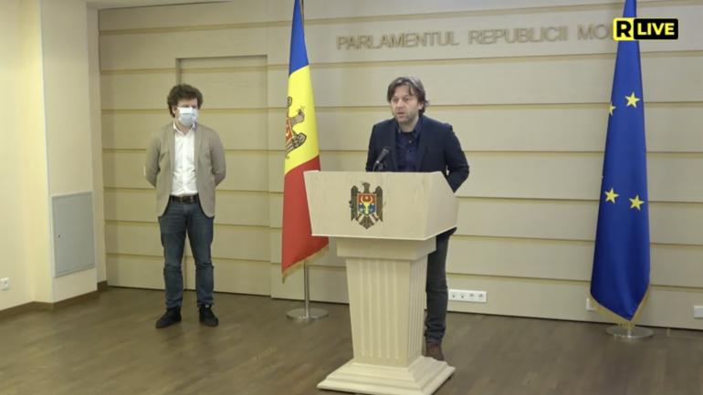Deputații Fracțiunii PAS, Blocul ACUM, Dan Perciun și Dumitru Alaiba, susțin o conferință de presă