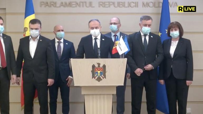 """Președintele Grupului parlamentar """"Pro Moldova"""", Andrian Candu, face declarații de la tribuna Parlamentului"""