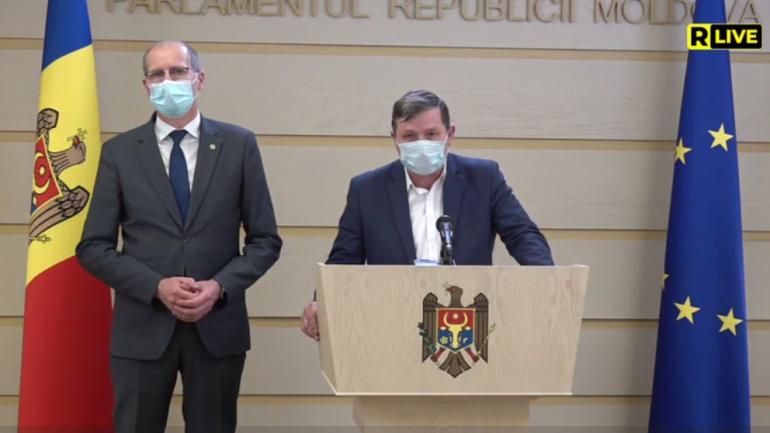 Președintele Comisiei agricultură și industrie alimentară, deputatul Radu Mudreac, susține un briefing de presă