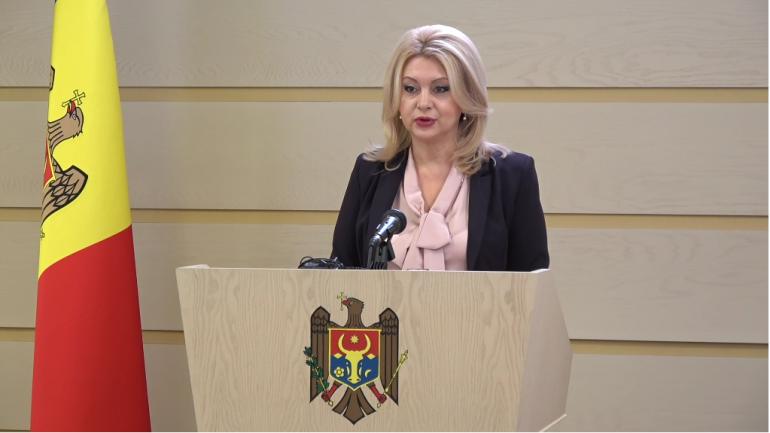 Vicepreședintele fracțiunii parlamentare a Partidului ȘOR, deputatul Violeta Ivanov, susține un briefing de presă