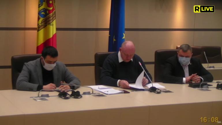 Comisia juridică, numiri şi imunităţi examinează proiectul de hotărâre privind Programul de activitatea a Guvernului Grosu și acordarea votului de încredere