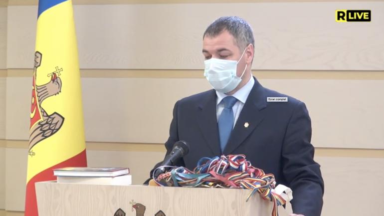 Deputatul Octavian Țîcu face declarații de la tribuna Parlamentului