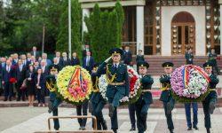Ceremonia oficială consacrată Zilei Victoriei şi comemorării eroilor căzuţi pentru Independenţa Patriei