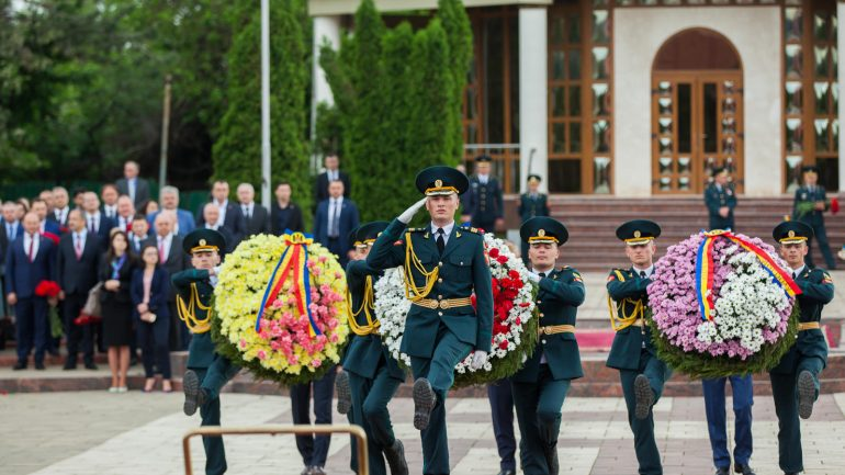 Agenda - Ceremonia oficială consacrată Zilei Victoriei şi comemorării eroilor căzuţi pentru Independenţa Patriei