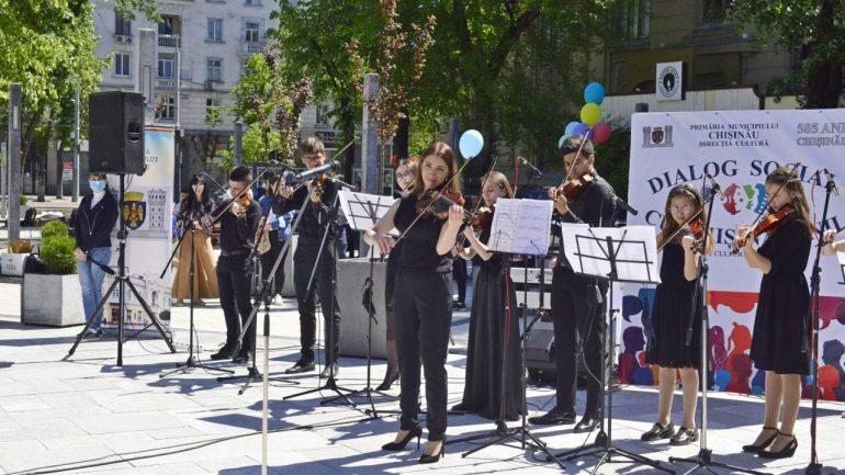 Concert festiv cu participarea elevilor din cadrul instituțiilor de învățământ artistic extrașcolar