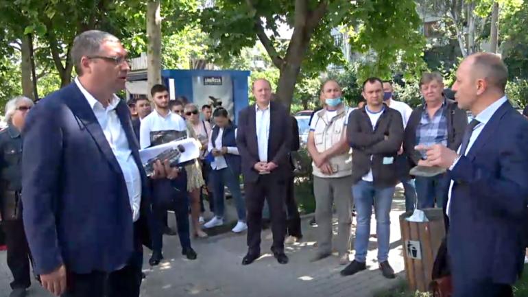 Protest în fața Curții de Apel Chișinău unde este examinată contestarea depusă de Renato Usatîi