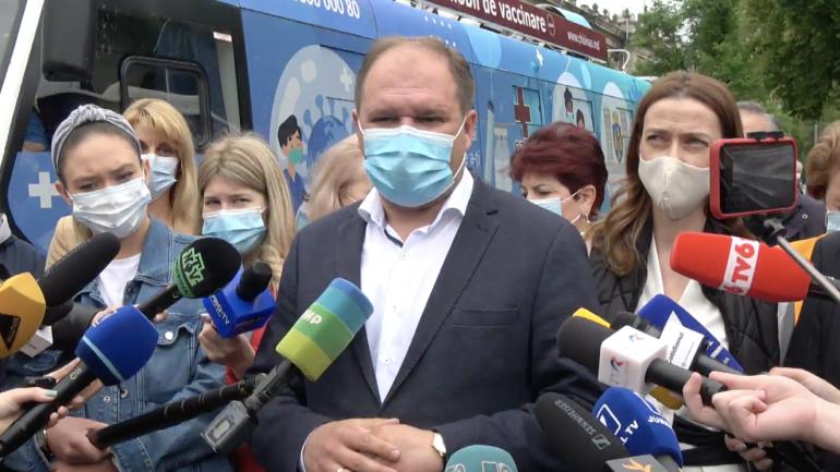 Evenimentul de lansare a primelor două puncte de vaccinare mobile: un troleibuz și un autobuz