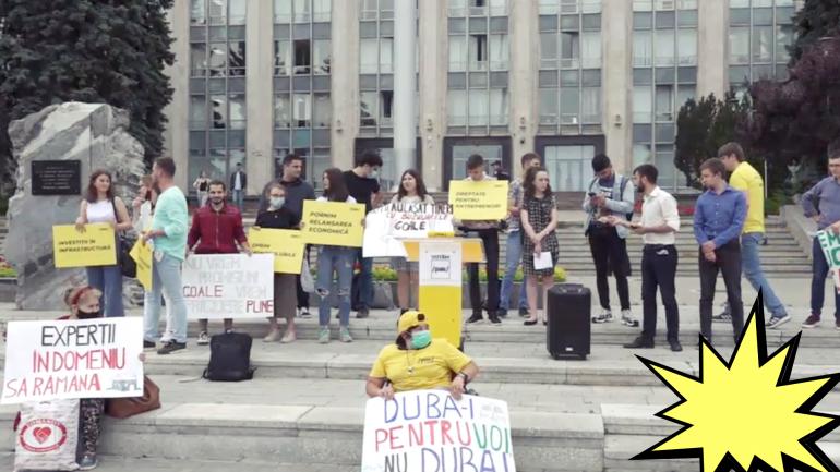 """Flashmob la Guvern """"Hoții au lăsat tinerii cu buzunarele goale"""""""
