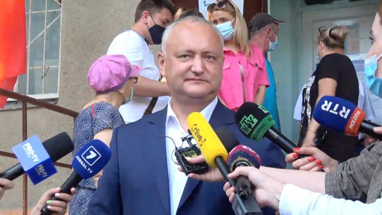 Igor Dodon, președintele Partidului Socialiștilor, votează la alegerile parlamentare anticipate