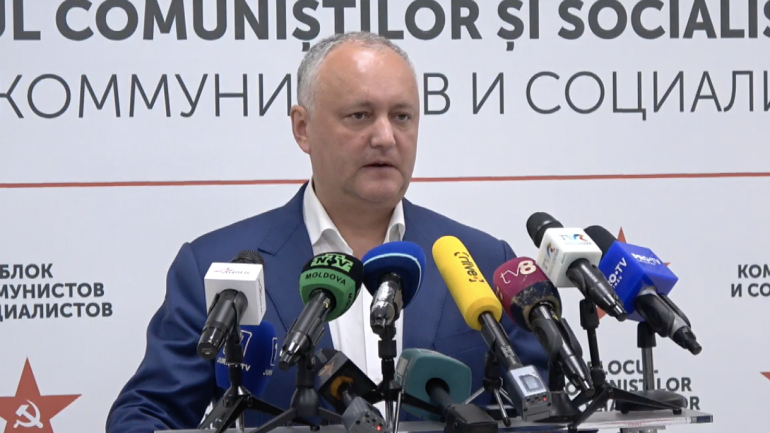 Președintele PSRM, Igor Dodon susține un briefing de presă după închiderea secțiilor de votare