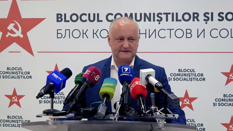 Președintele Partidului Socialiștilor (PSRM), Igor Dodon susține o conferință de presă