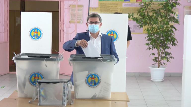 Președintele PAS, Igor Grosu, își exercită dreptul la vot