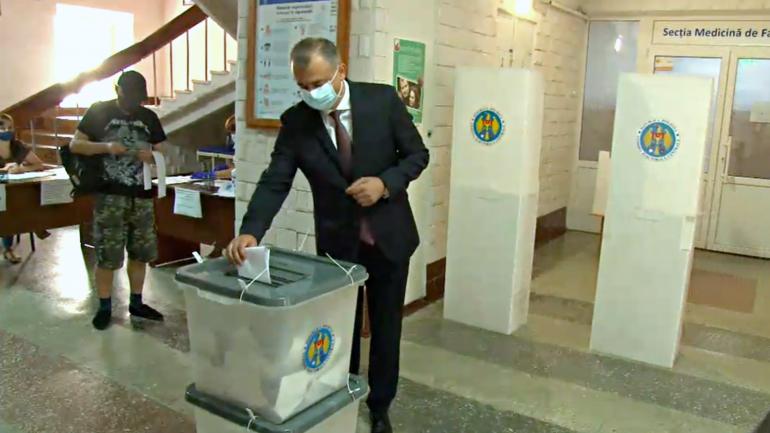Liderul PDCM, Ion Chicu votează la alegerile parlamentare anticipate