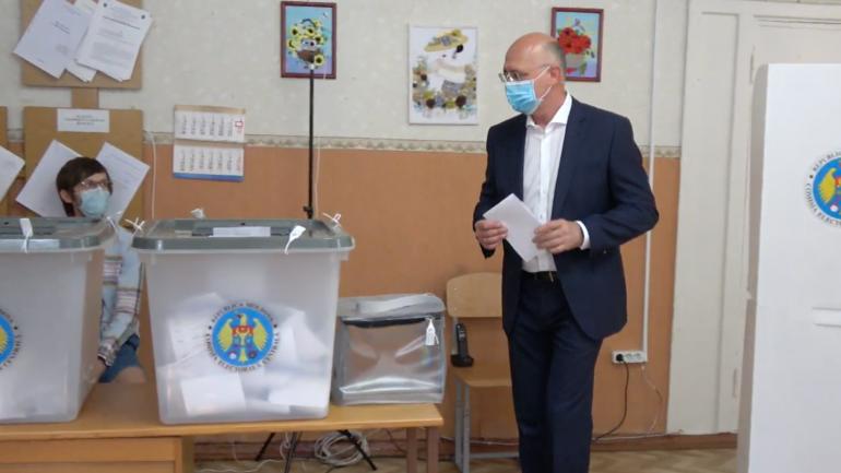 Președintele PDM, Pavel Filip, își exercită dreptul la vot