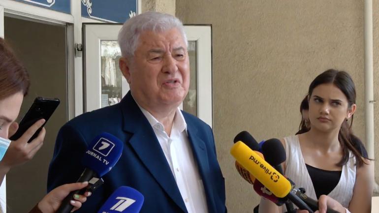 Vladimir Voronin, președintele Partidului Comuniștilor, votează la alegerile parlamentare anticipate