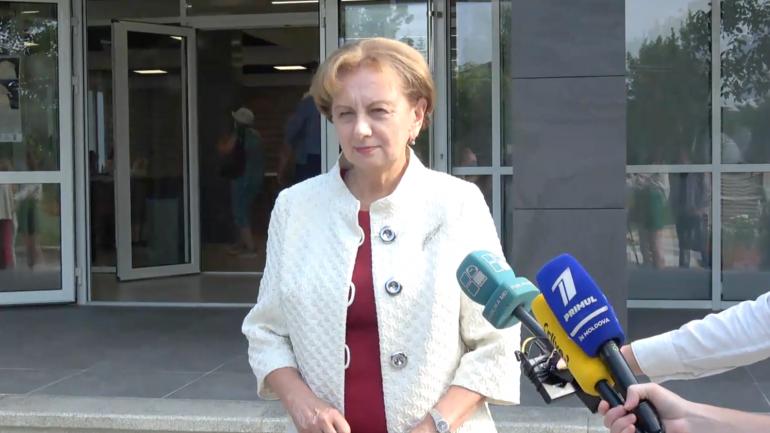 Speakerul Zinaida Greceanîi își exercită dreptul la vot în cadrul alegerilor parlamentare anticipate