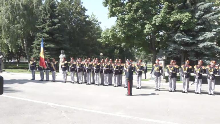 Ceremonia de detaşare a celui de-al XV-lea contingent al Armatei Naţionale în misiunea de menţinere a păcii KFOR din Kosovo