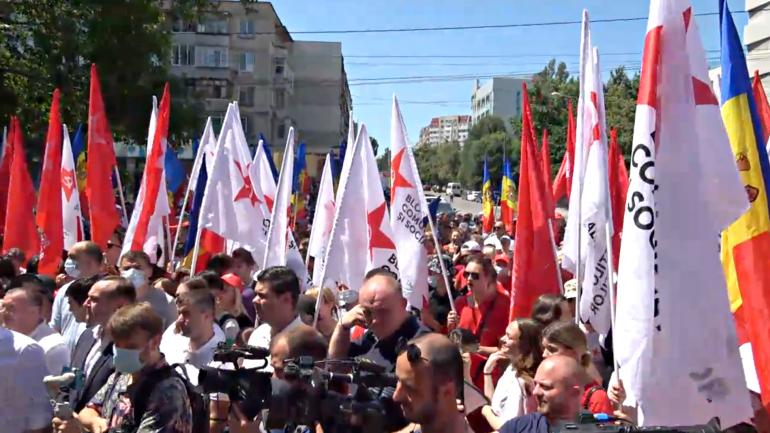 Proteste în fața CSJ după ce Curtea de Apel a redus numărul secțiilor de vot pentru alegătorii din stânga Nistrului