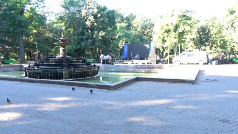"""Ceremonia depunerii de flori pe Aleea Clasicilor din Grădina Publică """"Ștefan cel Mare și Sfânt"""""""