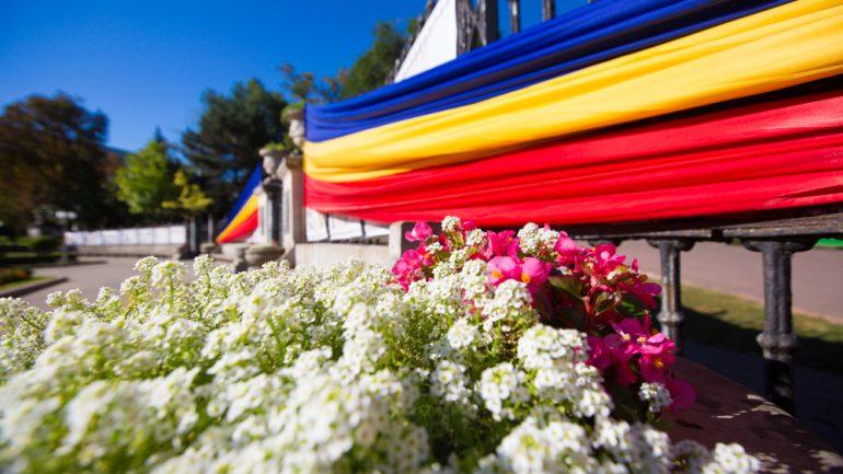 """Sărbătoarea națională """"Limba Noastră"""": depunere de flori la monumentul Domnitorului Ștefan cel Mare și Sfânt"""