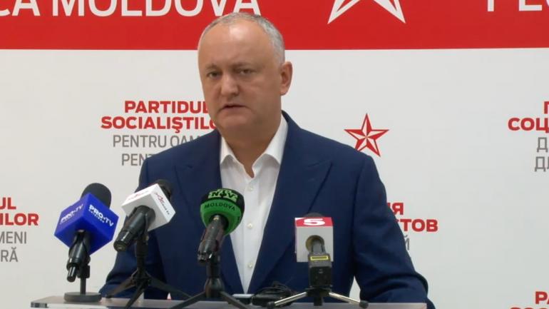 Președintele Partidului Socialiștilor, Igor Dodon, susține un briefing de presă