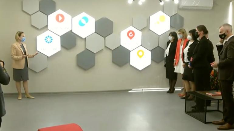 """Tur de presă la Centrul Național de Inovații Digitale în Educație """"Clasa Viitorului"""""""