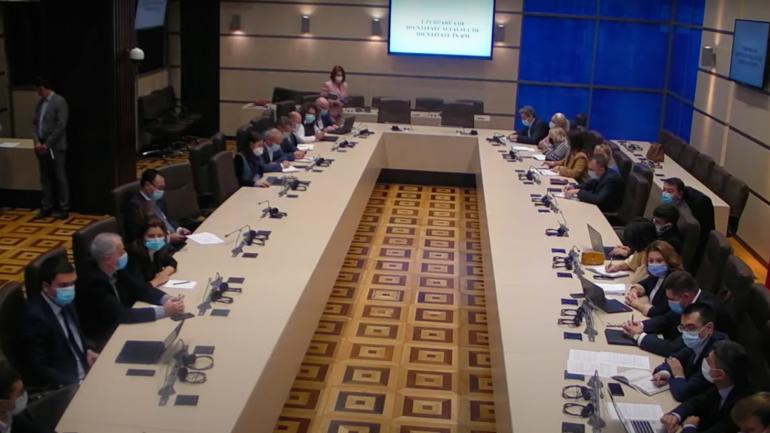 Dezbateri publice la Parlament privind identificarea mecanismelor practice de contracarare a știrilor false