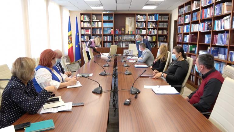 Consultări publice organizate la Parlament privind noul pachet minim de servicii sociale