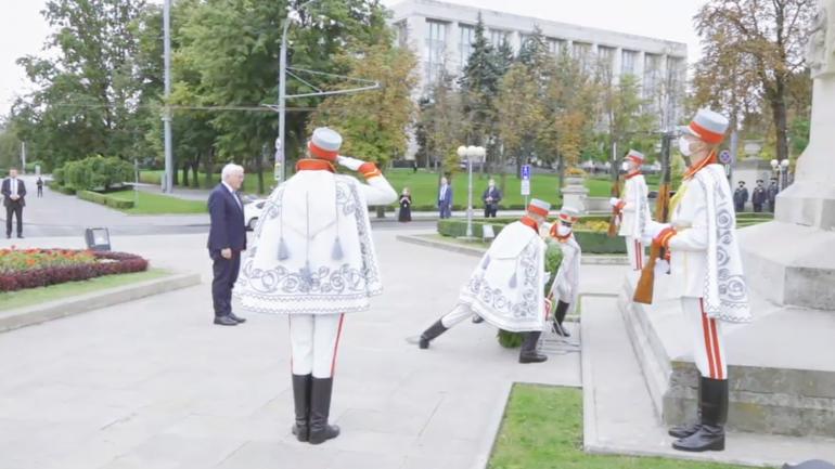 Președintele Republicii Federale Germania, Frank-Walter Steinmeier, depune flori la monumentul lui Ștefan cel Mare și Sfânt