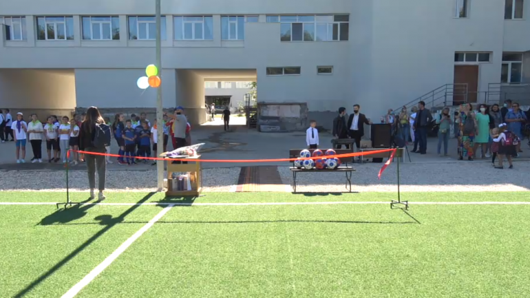 "Inaugurarea stadionului renovat de la Liceul Teoretic ""Nicolai Gogol"""