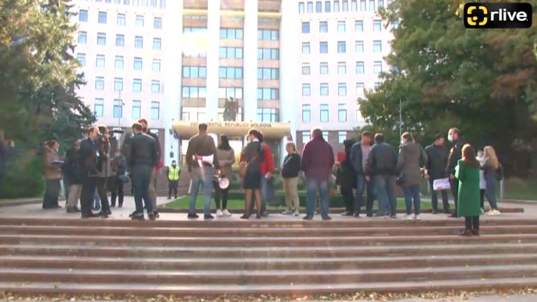 """Partidul """"Congresul Civic"""" organizează un protest în fața Parlamentului Republicii Moldova în susținerea lui Alexandr Stoianoglo"""