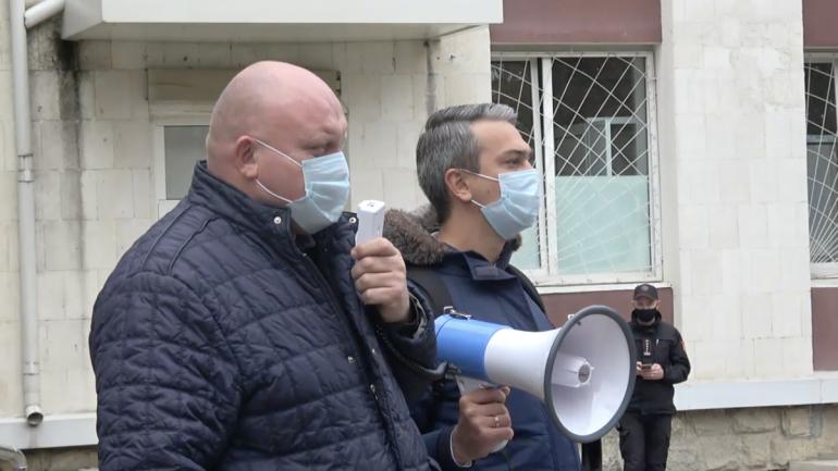 Protest în fața Curții de Apel, unde este examinat recursul împotriva sentinței de arest la domiciliu a procurorului general suspendat, Alexandr Stoianoglo